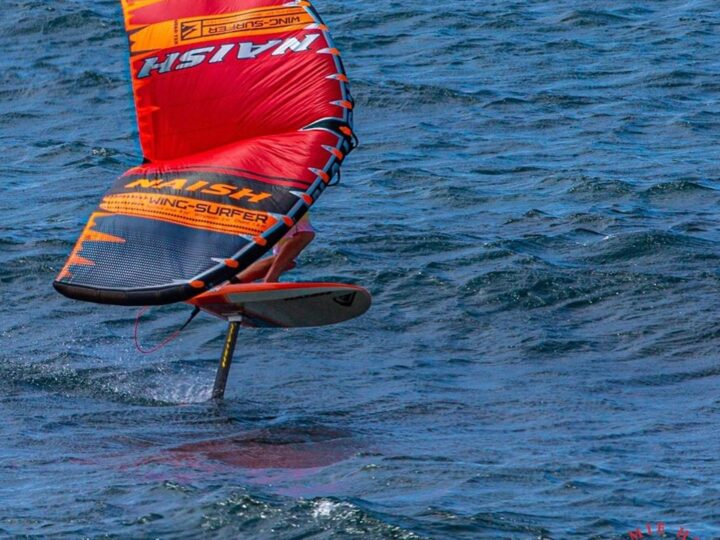 Robby Naish a Ho'okipa con il Wing-Surfer