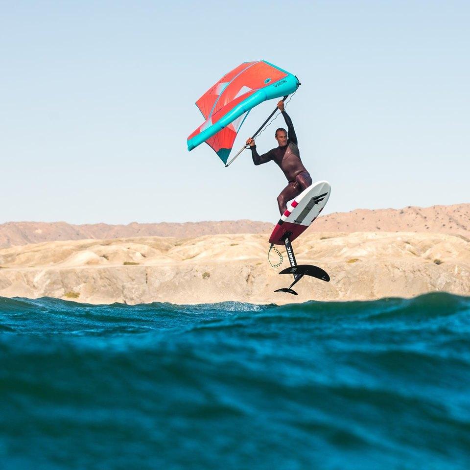 Jaime Herraiz salto strapless con il Duotone Foil Wing
