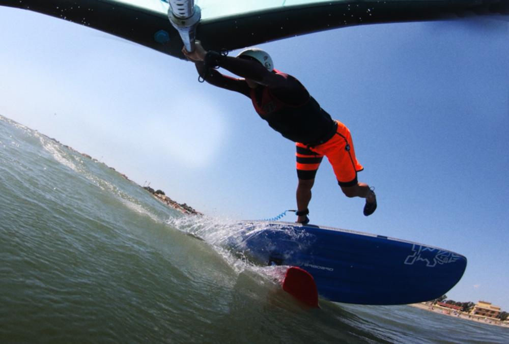 Una caduta tipica nel Wing Surf